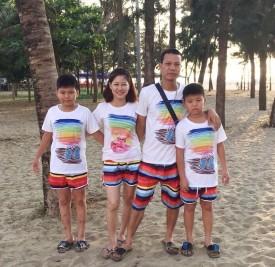Đồng phục gia đình kẻ cầu vồng đẹp